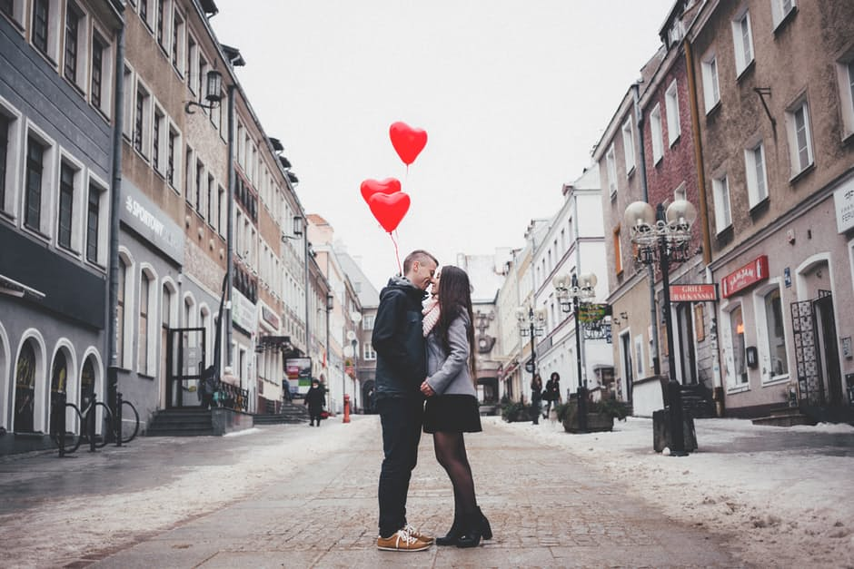 5 Best Ways to Create the Perfect Valentine's Day Ad